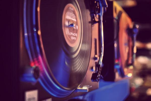 【無料音楽素材】イベントやプロモーション・ビデオなどで無料で使える女性ボーカル入りダンス・ミュージック「INeed」