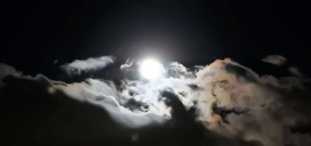 【無料音楽素材】オープニング、エンディングシーンに共に使えるショートフリーBGM「moonlight」