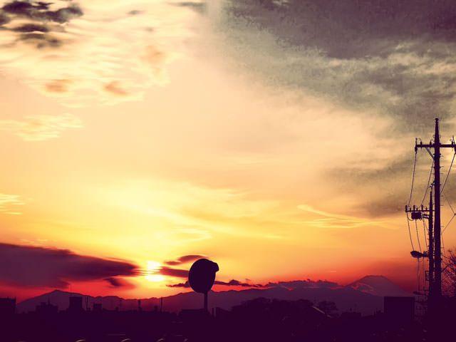 【無料音楽素材】明るい曲調でテキスト、ノベル系のゲーム向けのフリーBGM「夕日の向こうに」