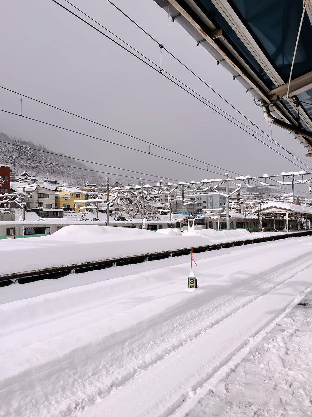 雪と小樽駅