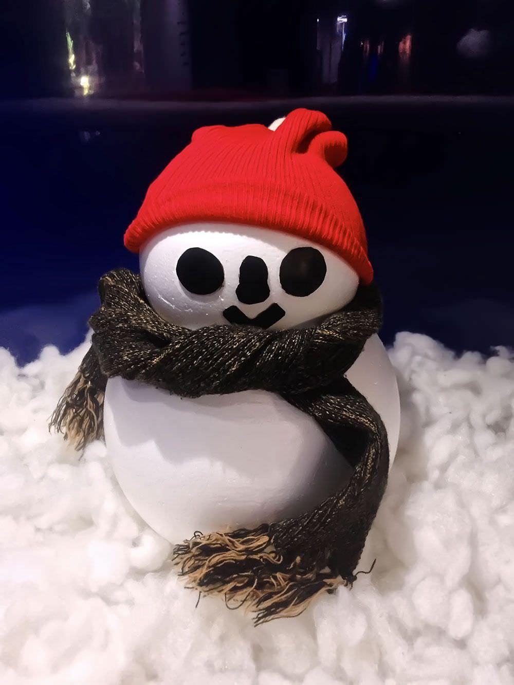 マリンギャラリーに何故か雪だるまが!?