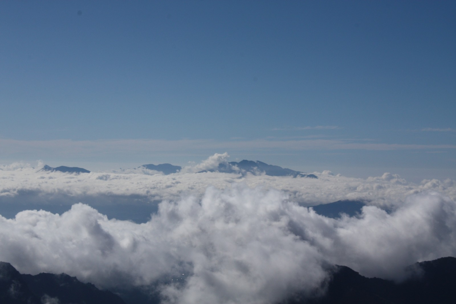 【無料動画素材】霧の中や、雲の上の飛行などの煙系映像素材
