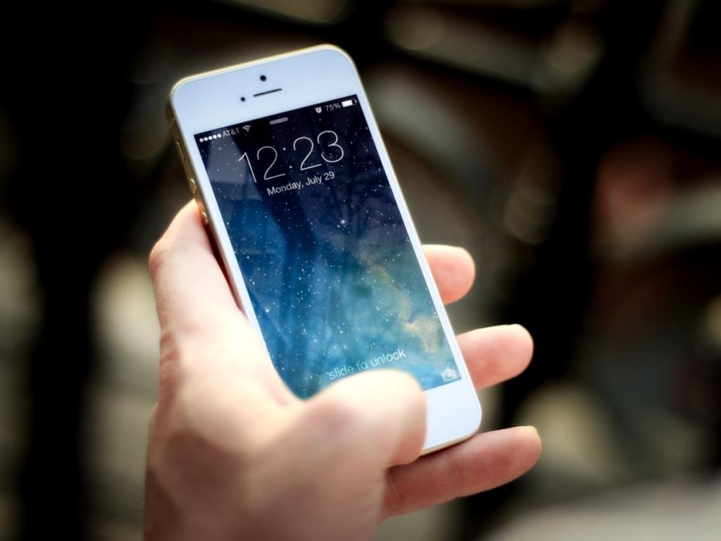 iPhoneやスマホを一時的に強制圏外にしたい時の楽な方法とは?